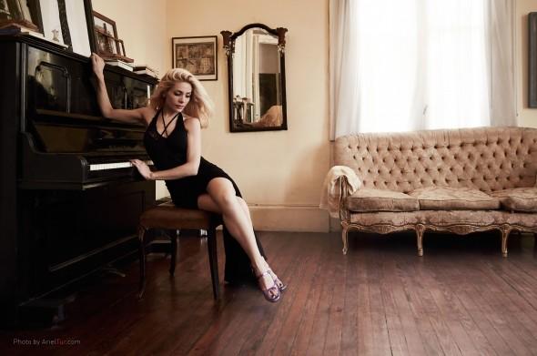 Marie-Piano-1
